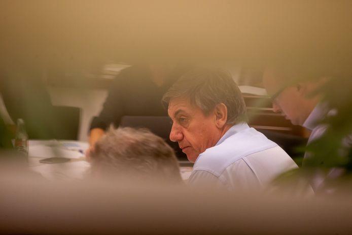 Jan Jambon vannacht bij de laatste uren van de onderhandelingen.