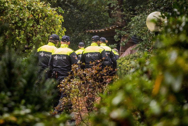 Defensie zoekt met de politie mee naar de vermiste Anne Faber. Ook veteranen helpen mee. Er wordt nu gezocht in de omgeving van vliegbasis Soesterberg.  Beeld ANP