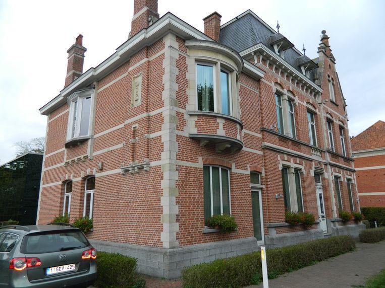 De gemeenteraden van Lievegem zullen in dit gebouw in de Kasteeldreef in Lovendegem gehouden worden.