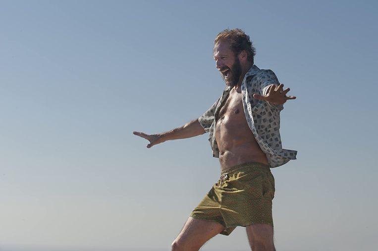 Ralph Fiennes in A Bigger Splash (Luca Guadagnino, 2015). Beeld