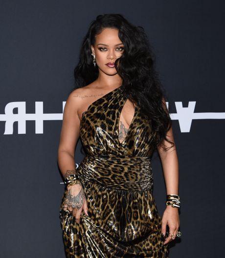 Les nouvelles bottes audacieuses de Rihanna divisent la toile