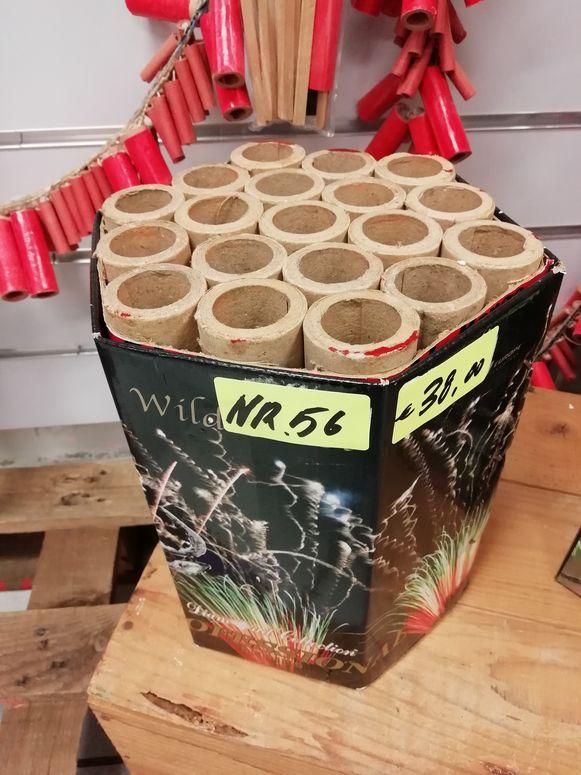 Een batterij met kartonnen hulzen.