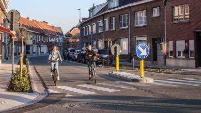 """Verkeerseiland aangelegd op kruispunt Avil Geerincklaan en Elststraat: """"Veiligheid voor fietsers en voetgangers prioriteit in nieuw circulatieplan"""""""