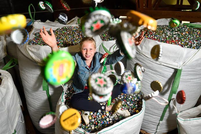 Tara Goorhuis krijgt hulp van drankenhandel Scheerder voor het inzamelen voor KiKa.