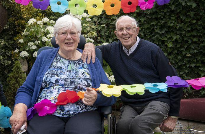 Echtpaar Jo en Han ten Dam (92), is 65 jaar getrouwd.
