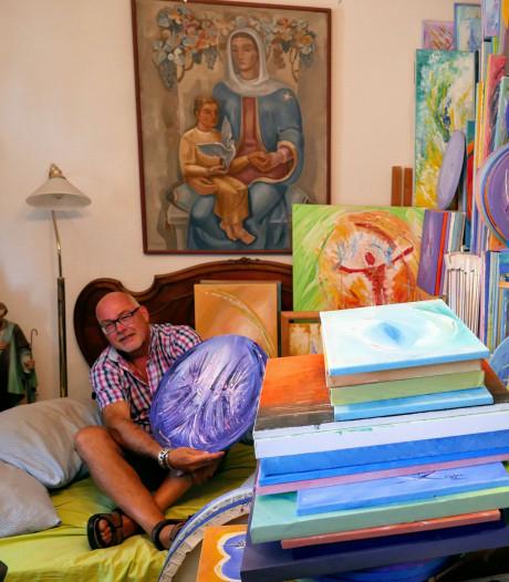 Schilderijen overwoekeren het leven van de engelenman in Den Dungen