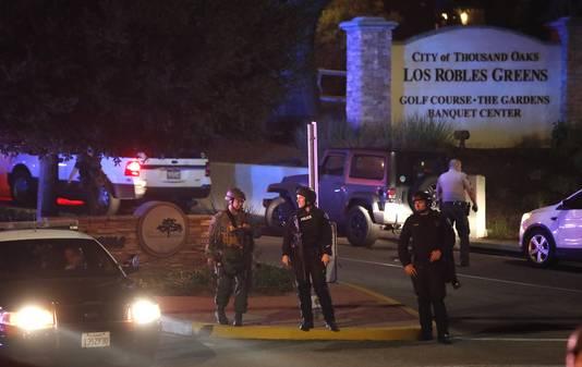 Politie bij The Borderline Bar and Grill waar de schietpartij plaatsgreep.
