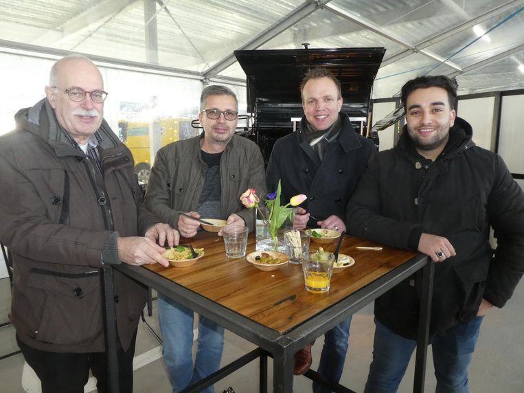 Johan Hommersen (PCH), Loris Barbieri en Ronald Fransen van Skydata en Mahdi Al-Zaïdi (PCH). Beeld Hans van der Beek