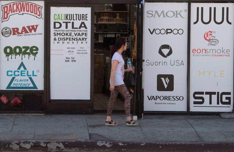 Een winkel voor e-sigaretten in Los Angeles. Beeld AFP