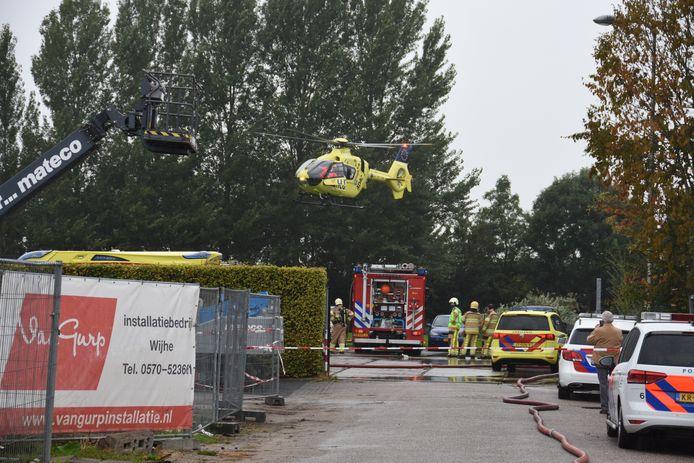 Een traumahelikopter landde bij Arva Specerijen in Wijhe.