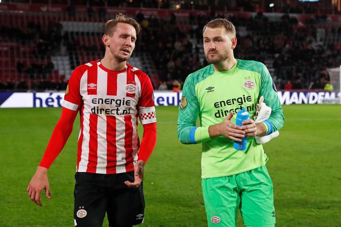 Aanvoerder Luuk de Jong en de jubilerende doelman Jeroen Zoet.