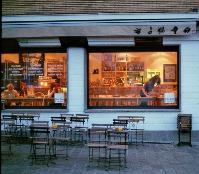 Bar Jan Cremer voor corona.