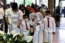 Onder de aanwezigen in Raeford waren veel families met kinderen. Velen gingen ook gekleed in het wit.
