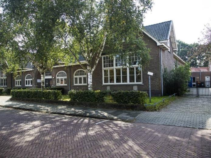 De oude West-Indië school heeft de Monumentenprijs gewonnen van de gemeente Enschede.