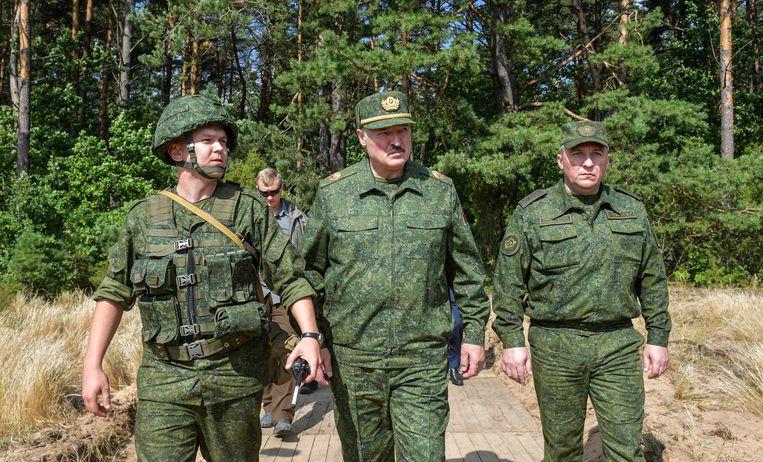President Loekasjenko zegt dat demonstranten hem alleen kunnen vervangen als ze hem vermoorden.  Beeld EPA