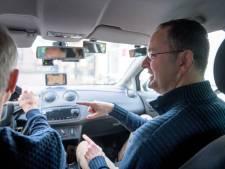 'Vreemde eend' Harm Hoek helpt al 20 jaar Twentse jongeren aan rijbewijs