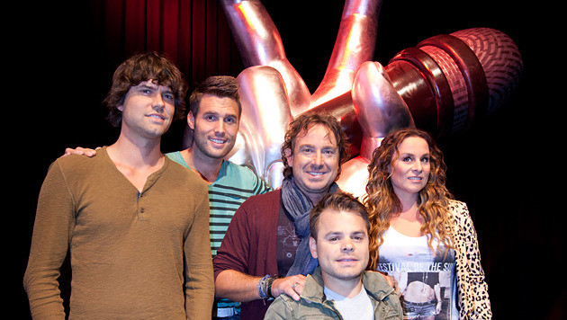 Nick en Simon, samen met medejuryleden Marco Borsato, Roel van Velzen en Trijntje Oosterhuis.