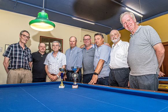 Biljartclub Volharding krijgt koninlijke titel nav. 50-jarig bestaan.