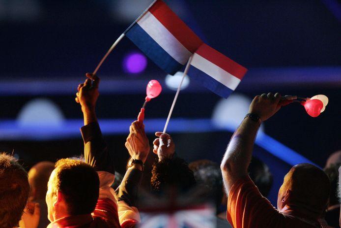 Nederlandse vlaggen in het publiek tijdens een eerdere editie van het songfestival.