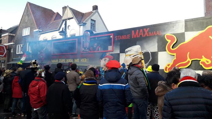 Een feestwagen geïnspireerd op Formule 1-coureur Max Verstappen.