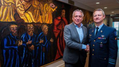 Kolonel schenkt schilderij aan de stad als teken van hernieuwd peterschap