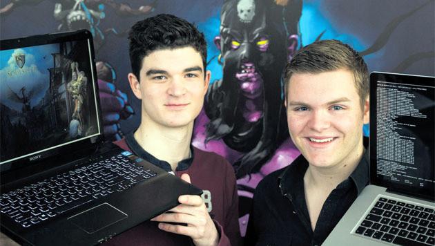 Jeugdvrienden Iggy Harmsen (l) en Pim de Witte werken samen bij Soulsplit.