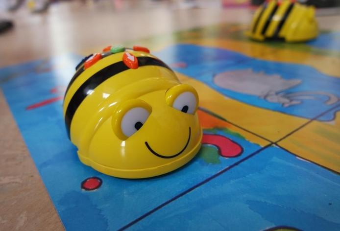 De Beebot, waarmee kinderen leren programmeren.
