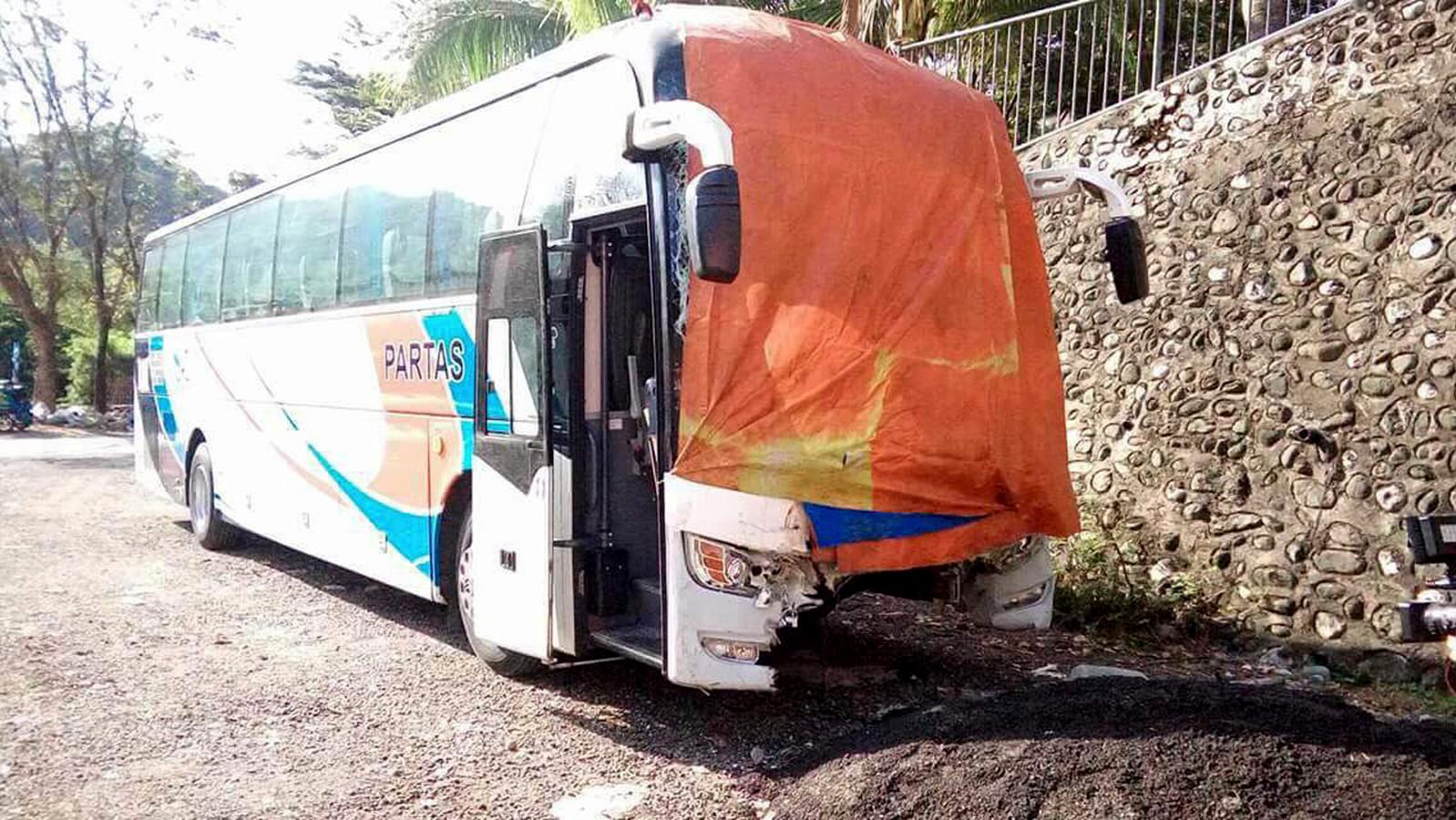 De passagiersbus betrokken bij het ongeval.