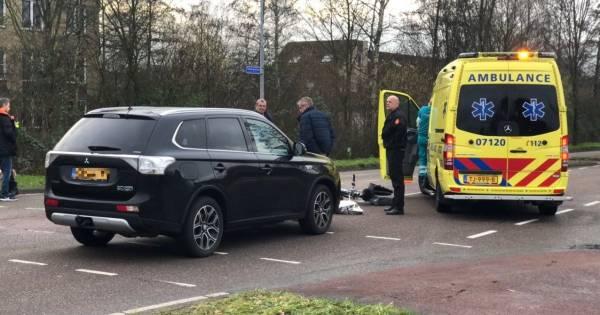 Vrouw met hoofdwond naar ziekenhuis na aanrijding in Nijkerk.