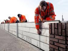 Schotten om hoog water in Zutphen tegen te gaan geplaatst