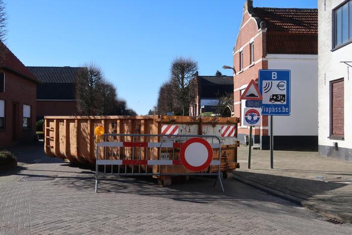 Containers op de weg.