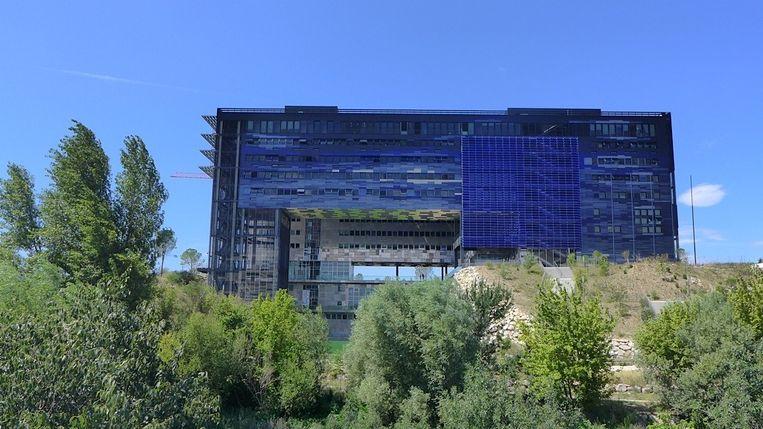 Het nieuwe stadhuis ontworpen door Jean Nouvel en François Fontès. Beeld Heike Gulker