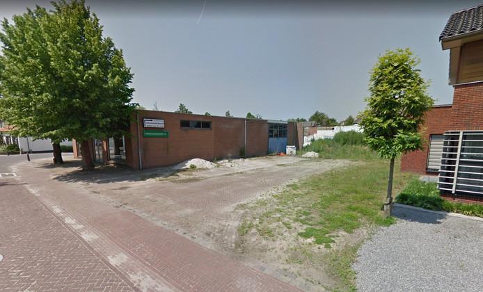 Het voormalige terrein van firma Geert-Jan de Kok aan de Oude Trambaan in Esbeek. Het mechanisatiebedrijf verhuisde in 2005 naar bedrijventerrein de Mierbeek.