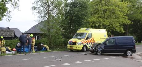 Auto belandt in sloot bij ernstig ongeval in Lunteren