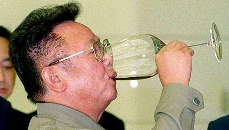Namens Kim Jong-il (foto), de absolute heerster van Noord-Korea, is een krans gelegd voor Kom Dae-jung, de overleden oud-president van Zuid-Korea. Foto AP Beeld
