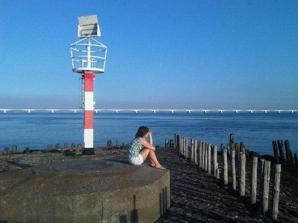 Het munitiedepot ligt pal voor het Havenkanaal van Zierikzee op zo'n 50 meter diepte en beslaat ongeveer een vierkante kilometer.