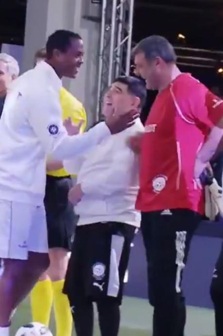 Kluivert slaat Maradona over bij begroeting