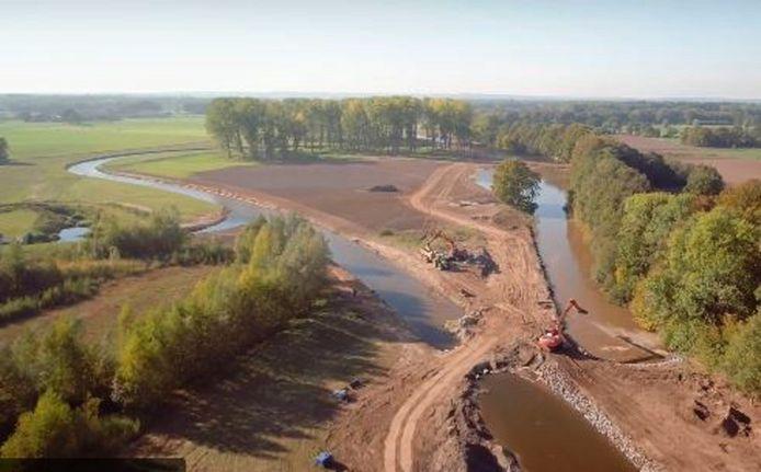 De Regge kreeg de kronkelende rivierloop terug bij de vernieuwing van het Reggedal bij Enter.