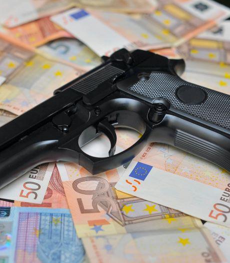 Mannen uit Arnhem en Nijmegen aangehouden in groot onderzoek internationale wapenhandel: 17 arrestaties