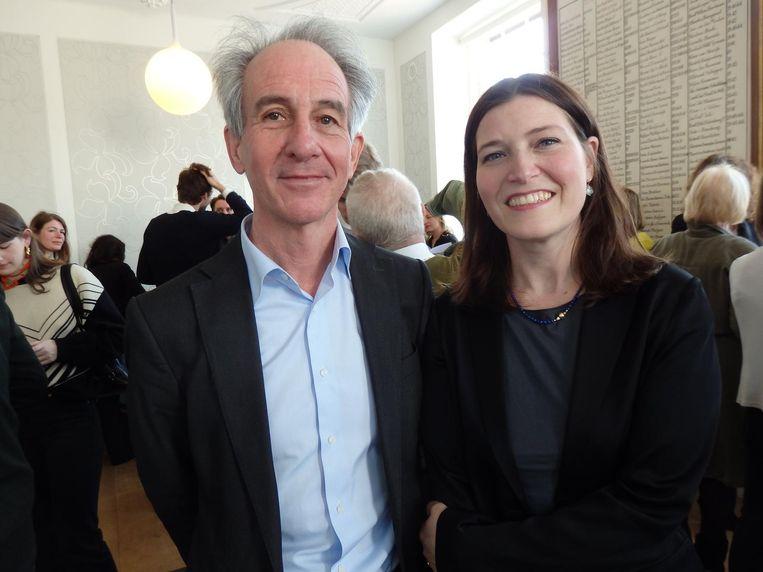 Juryvoorzitter Lex ter Braak (Jan van Eyck Academie) en curator Danila Cahen (ABN Amro) Beeld Schuim