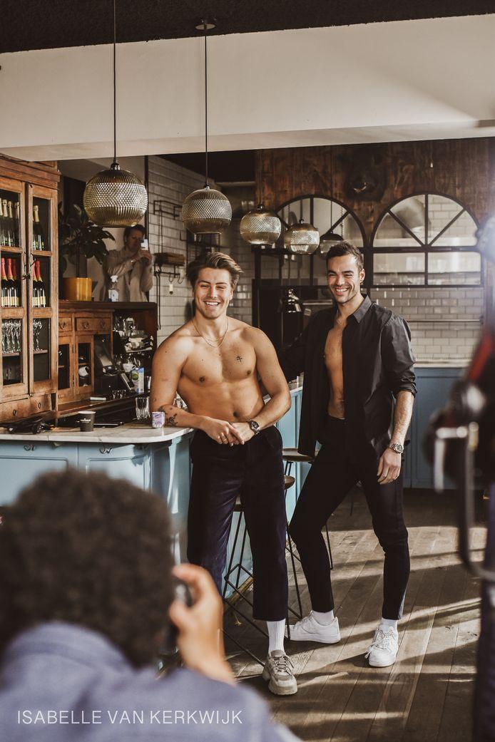 Twee jongens van Five Brothers Fat tijdens de shoot. Links Stan Lim, rechts Mick Butler.
