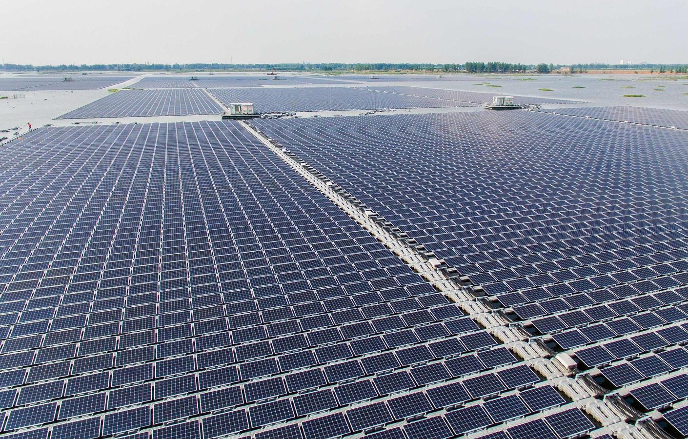 Het grootste drijvende zonnepark ter wereld,  in een meer in het Chinese Huainan, wekt sinds twee jaar stroom op