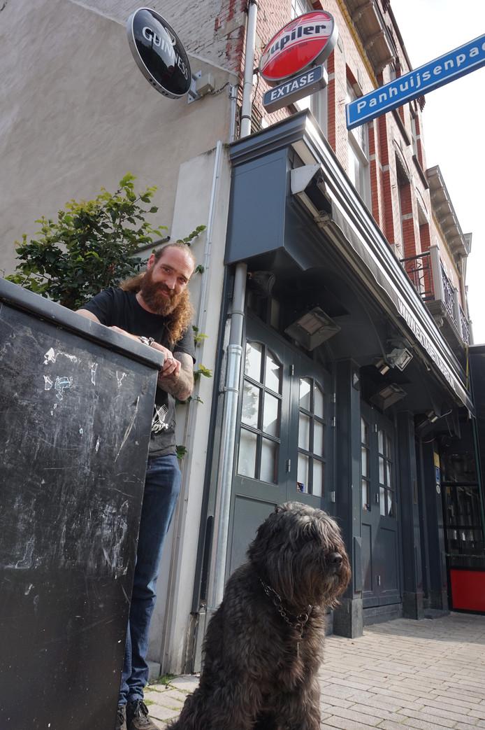 Jeroen Lammers en zijn hond  voor Extase.