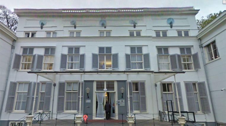 Raadhuis De Pauw waar een dronken nazit naar verluidt uit de hand is gelopen. © GOOGLE STREETVIEW Beeld