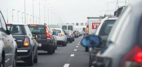 Verkeer over vluchtstrook na ongeluk op A2 bij Eindhoven