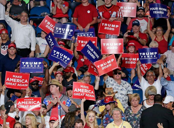Aanhangers van Trump tijdens zijn kiesbijeenkomst.
