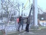 Bekijk hier hoe hek van diergaarde Blijdorp wordt teruggezet