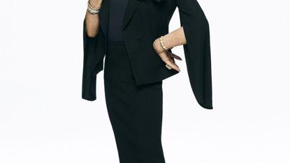 Als Joan Collins (85) een 85-jarige moet spelen, is er véél werk aan