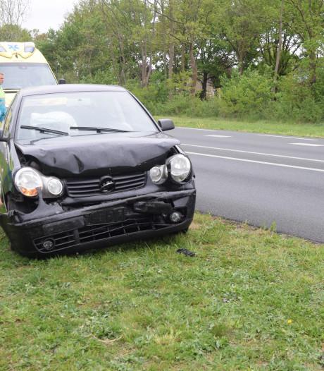 Auto's botsen op elkaar in Etten, rijstrook tijdelijk dicht
