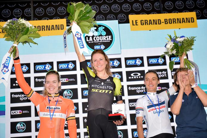 Annemiek van Vleuten staat opnieuw op de hoogste trede van een podium, dit keer na winst in La Course.